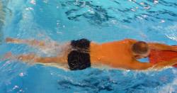 Kraul Schwimmen Wasserlage